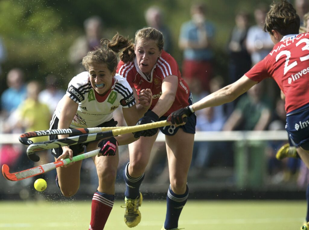 Giselle Ansley in action against Germany (c) Frank Uijlenbroek