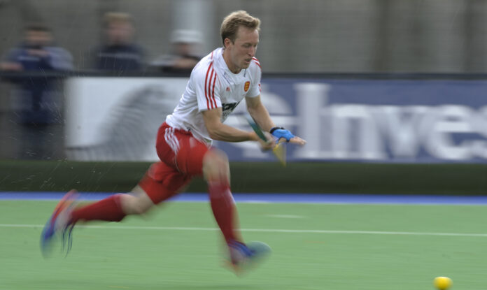 Art attack - England's Barry Middleton speeds towards 308 caps (c) Ady Kerry