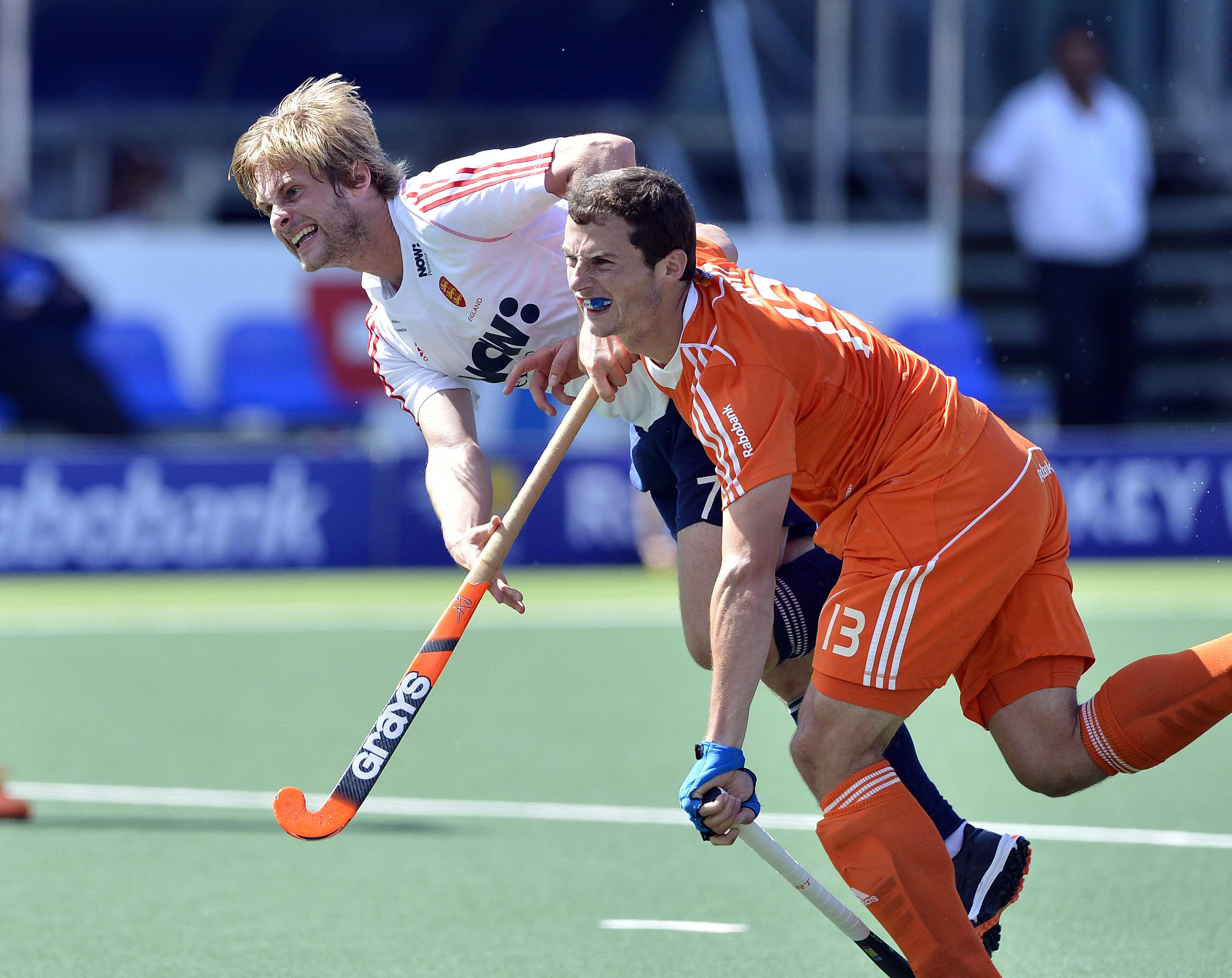 Ashley Jackson (l) and Sander Baart in Friday's World Cup semi-final (c) hockeyimages.co.uk